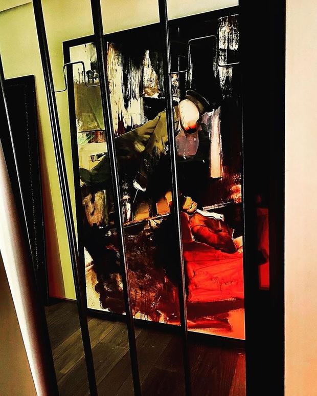 """Cách """"ông hoàng Kpop"""" G-Dragon decor penthouse 9 tỷ: Ghế đã trăm triệu mỗi cái, tranh treo tường giá còn cắt cổ hơn - Ảnh 7."""
