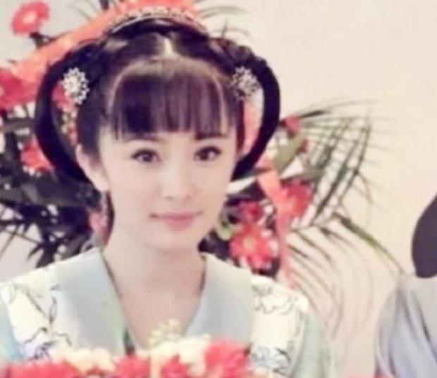 Năm 20 tuổi nhan sắc Dương Mịch xinh đẹp nhường này, bảo sao trở thành mỹ nhân đào hoa nức tiếng Cbiz - Ảnh 2.