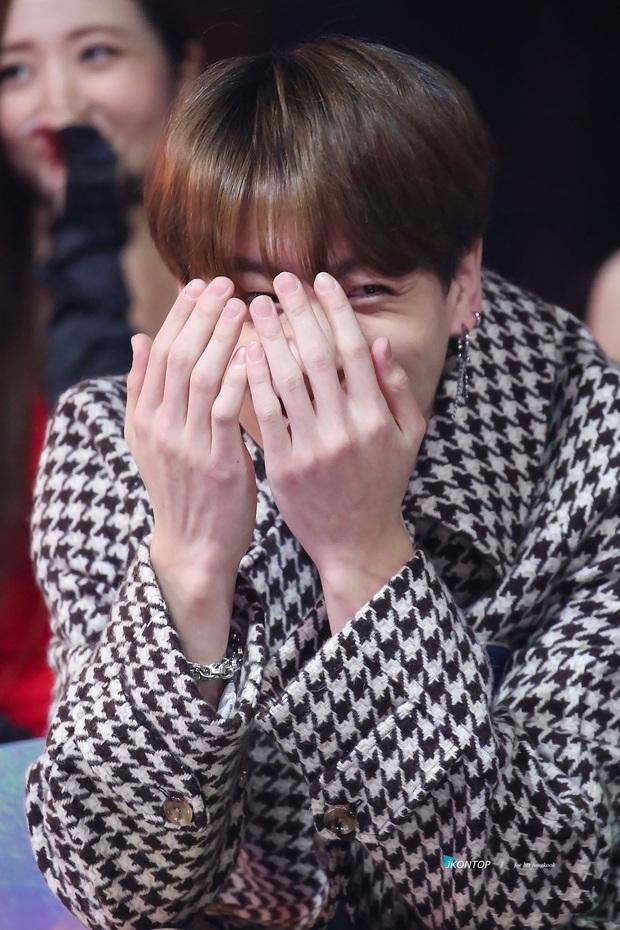 Thầm thương trộm nhớ, nhưng em út vàng Jungkook (BTS) lại tránh IU như tránh tà là sao? - Ảnh 10.