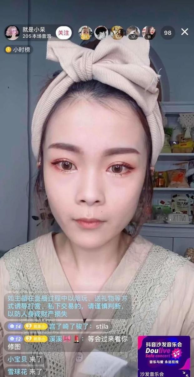 Hot girl Tik Tok để lộ nhan sắc già nua trên livestream, fan khóc ròng: Lại bye bye thêm một nữ thần - Ảnh 3.