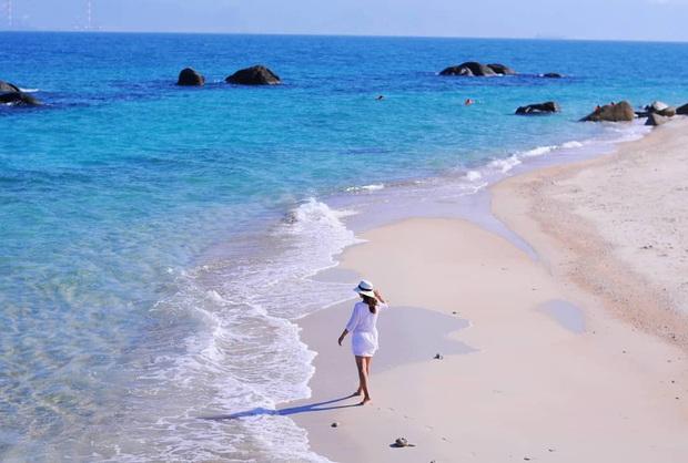 Vừa phát hiện một hòn đảo cực hoang sơ ở Việt Nam: Chưa cần chỉnh màu đã sở hữu làn nước xanh trong vắt, trông chẳng khác nào Maldives!  - Ảnh 5.