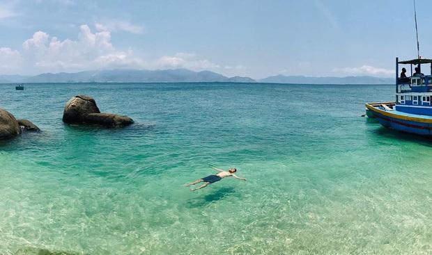 Vừa phát hiện một hòn đảo cực hoang sơ ở Việt Nam: Chưa cần chỉnh màu đã sở hữu làn nước xanh trong vắt, trông chẳng khác nào Maldives!  - Ảnh 21.