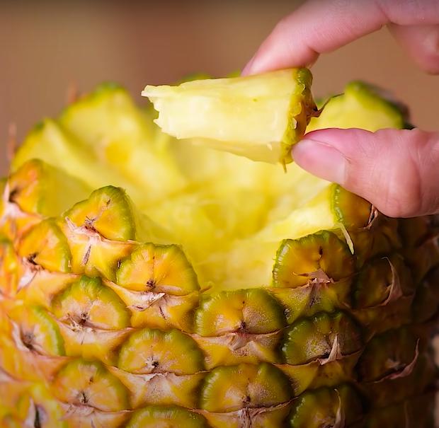 Người nước ngoài mách nhau loạt mẹo bóc vỏ trái cây nhanh như chớp, tưởng thế nào chứ ở Việt Nam cũng áp dụng đầy rồi - Ảnh 4.