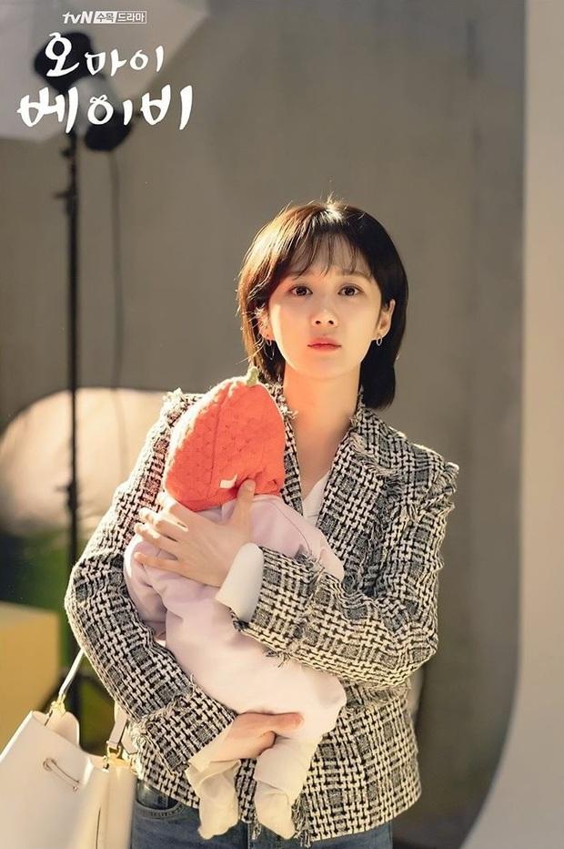 Style của Jang Nara trong phim mới: Cực hay ho, dù có vài lần diện đồ bà thím cũng không dìm nổi nhan sắc ma cà rồng - Ảnh 1.