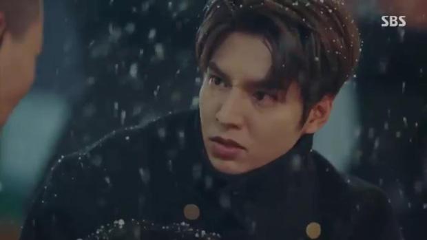 Quân Vương Bất Diệt tập 10: Liều mình chắn đạn cho bệ hạ Lee Gon, Eun Seob ngã lăn bất tỉnh trong sự hoảng loạn của đội cận vệ - Ảnh 4.