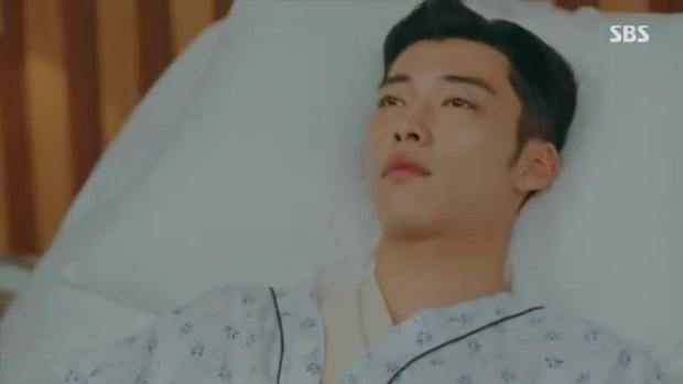 Quân Vương Bất Diệt tập 10: Liều mình chắn đạn cho bệ hạ Lee Gon, Eun Seob ngã lăn bất tỉnh trong sự hoảng loạn của đội cận vệ - Ảnh 7.