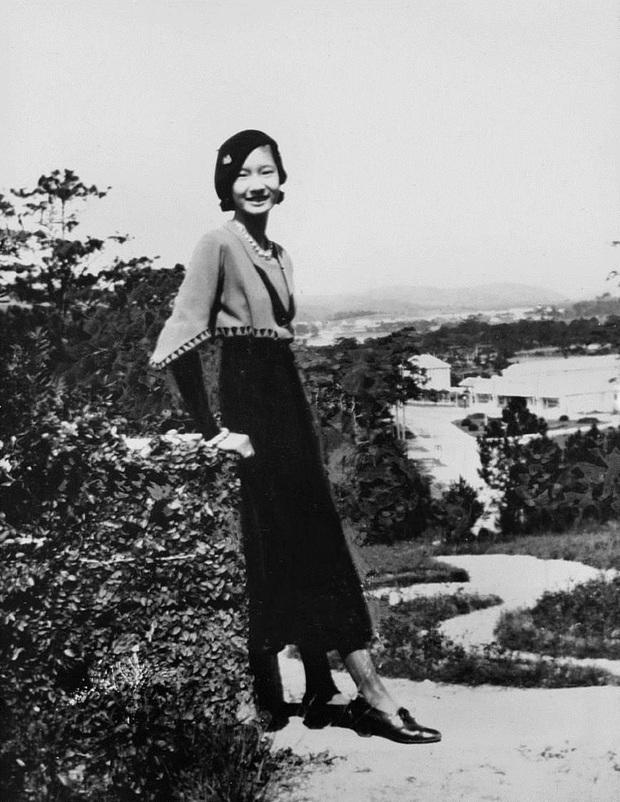 Nam Phương Hoàng Hậu: Người đàn bà phải lòng Dior nhưng phân nửa đời vẫn mực thước với Áo dài - Ảnh 2.