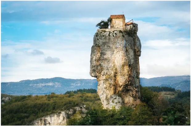 21 bức ảnh ngoạn mục về các địa điểm tôn giáo biệt lập bậc nhất thế giới - Ảnh 2.