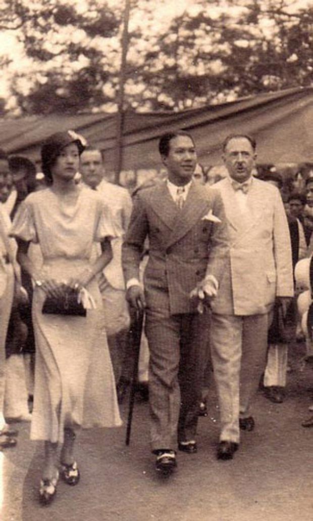 Nam Phương Hoàng Hậu: Người đàn bà phải lòng Dior nhưng phân nửa đời vẫn mực thước với Áo dài - Ảnh 14.
