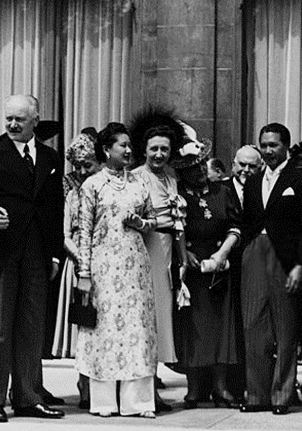 Nam Phương Hoàng Hậu: Người đàn bà phải lòng Dior nhưng phân nửa đời vẫn mực thước với Áo dài - Ảnh 16.