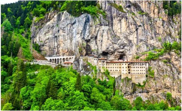 21 bức ảnh ngoạn mục về các địa điểm tôn giáo biệt lập bậc nhất thế giới - Ảnh 3.