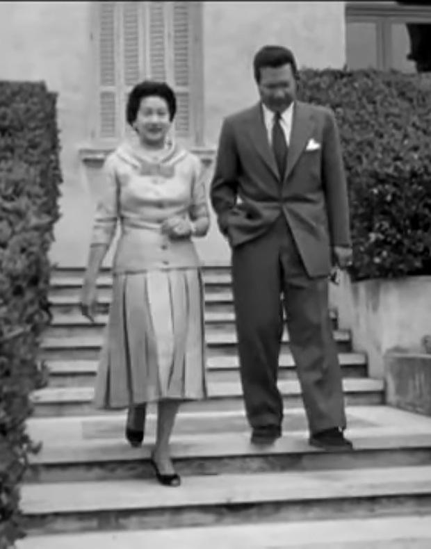 Nam Phương Hoàng Hậu: Người đàn bà phải lòng Dior nhưng phân nửa đời vẫn mực thước với Áo dài - Ảnh 20.