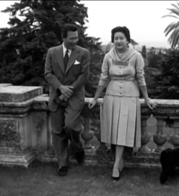 Nam Phương Hoàng Hậu: Người đàn bà phải lòng Dior nhưng phân nửa đời vẫn mực thước với Áo dài - Ảnh 24.