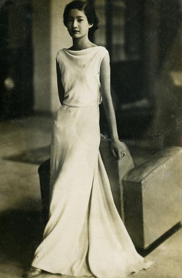 Nam Phương Hoàng Hậu: Người đàn bà phải lòng Dior nhưng phân nửa đời vẫn mực thước với Áo dài - Ảnh 4.