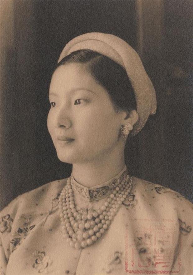 Nam Phương Hoàng Hậu: Người đàn bà phải lòng Dior nhưng phân nửa đời vẫn mực thước với Áo dài - Ảnh 9.