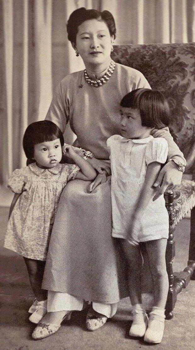 Nam Phương Hoàng Hậu: Người đàn bà phải lòng Dior nhưng phân nửa đời vẫn mực thước với Áo dài - Ảnh 10.