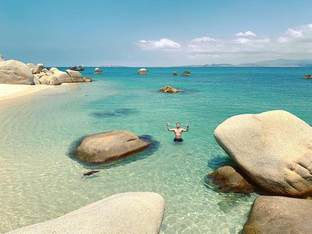 Vừa phát hiện một hòn đảo cực hoang sơ ở Việt Nam: Chưa cần chỉnh màu đã sở hữu làn nước xanh trong vắt, trông chẳng khác nào Maldives!  - Ảnh 17.