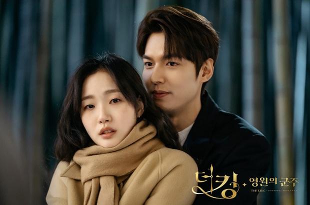 Dậy sóng Kim Go Eun tung hint đáng nghi với Lee Min Ho, trai đẹp cận vệ Woo Do Hwan bất ngờ vào hưởng ứng? - Ảnh 4.