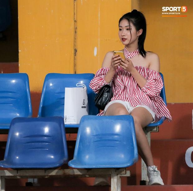 Trọng Đại đánh lẻ, tình tứ bên bạn gái xinh đẹp sau trận giao hữu với Hà Nội FC - Ảnh 4.