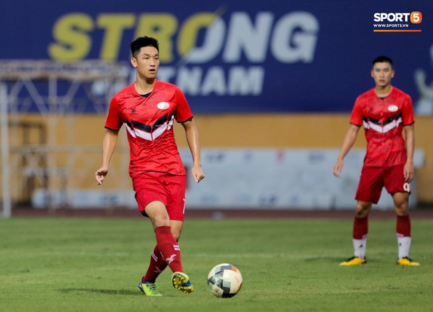 Trọng Đại đánh lẻ, tình tứ bên bạn gái xinh đẹp sau trận giao hữu với Hà Nội FC - Ảnh 7.