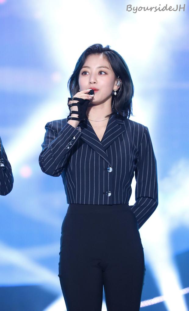 10 màn lột xác đỉnh nhất Kpop của idol nữ: 2 thần tượng bị chê xấu nhất Kpop đổi đời, Suzy - IU thành siêu sao hậu giảm cân - Ảnh 12.