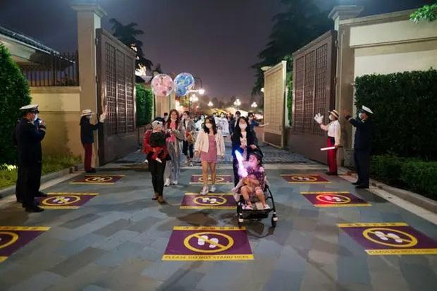"""Disneyland Trung Quốc vừa mở cửa trở lại đã khiến du khách ngạc nhiên bởi những điều này: """"Kỷ nguyên mới"""" của công viên giải trí là đây! - Ảnh 4."""