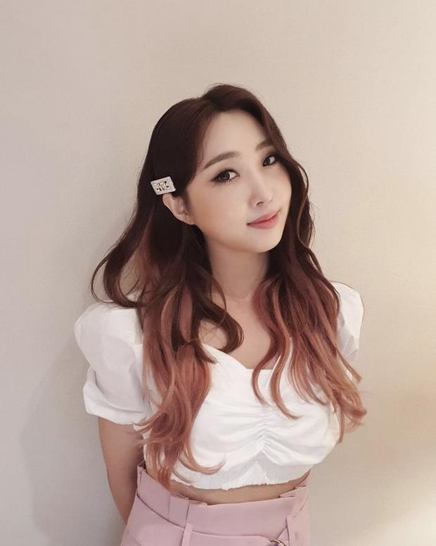 10 màn lột xác đỉnh nhất Kpop của idol nữ: 2 thần tượng bị chê xấu nhất Kpop đổi đời, Suzy - IU thành siêu sao hậu giảm cân - Ảnh 36.