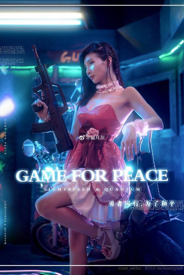 PUBG Mobile: Chiêm ngưỡng bộ ảnh cosplay cô nàng Chuyên gia xe cộ Sara đẹp lung linh với váy hồng điệu đà - Ảnh 3.