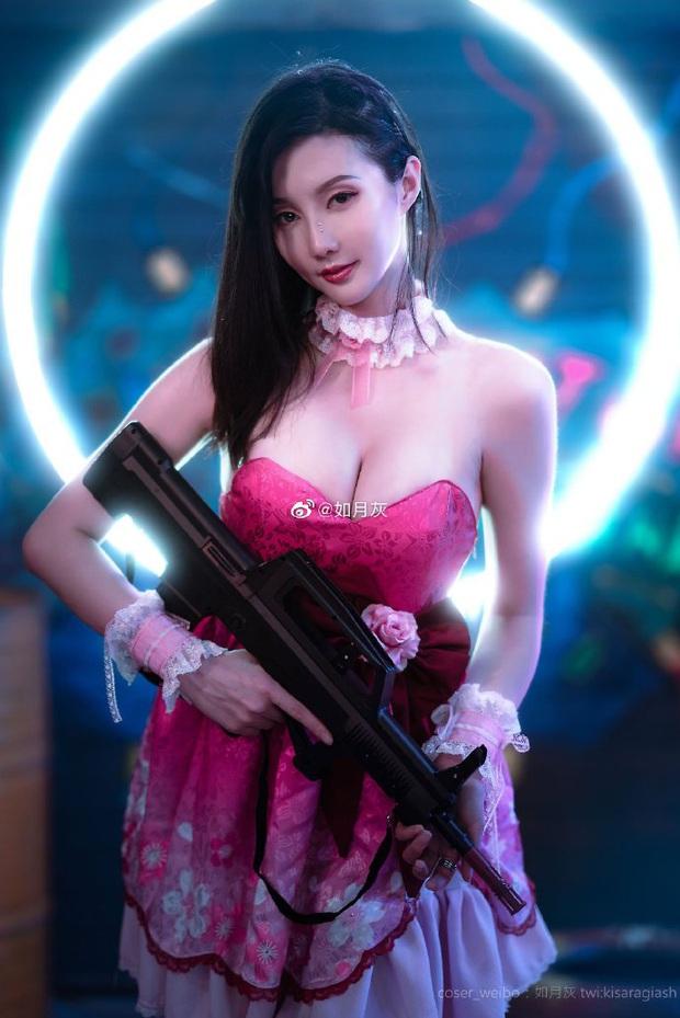 PUBG Mobile: Chiêm ngưỡng bộ ảnh cosplay cô nàng Chuyên gia xe cộ Sara đẹp lung linh với váy hồng điệu đà - Ảnh 2.