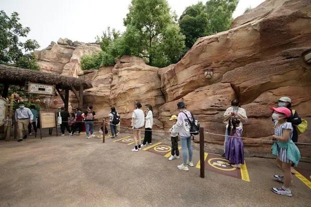 """Disneyland Trung Quốc vừa mở cửa trở lại đã khiến du khách ngạc nhiên bởi những điều này: """"Kỷ nguyên mới"""" của công viên giải trí là đây! - Ảnh 9."""