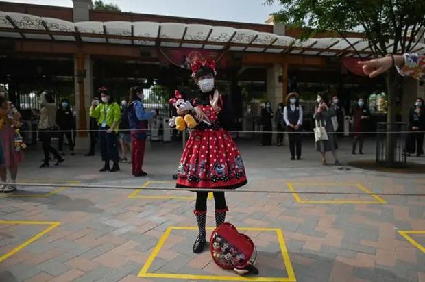 """Disneyland Trung Quốc vừa mở cửa trở lại đã khiến du khách ngạc nhiên bởi những điều này: """"Kỷ nguyên mới"""" của công viên giải trí là đây! - Ảnh 17."""
