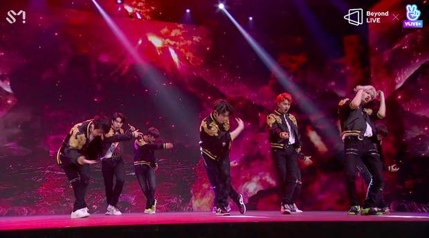 NCT 127 đu giàn giáo, múa cột, biểu diễn luôn ca khúc chưa phát hành tại concert online; áp dụng hình thức fancam cá nhân trực tiếp quá xịn xò! - Ảnh 6.