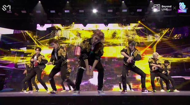 NCT 127 đu giàn giáo, múa cột, biểu diễn luôn ca khúc chưa phát hành tại concert online; áp dụng hình thức fancam cá nhân trực tiếp quá xịn xò! - Ảnh 13.