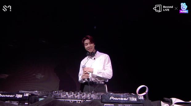 NCT 127 đu giàn giáo, múa cột, biểu diễn luôn ca khúc chưa phát hành tại concert online; áp dụng hình thức fancam cá nhân trực tiếp quá xịn xò! - Ảnh 48.