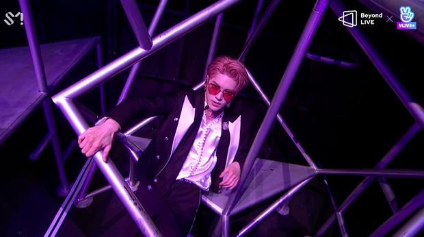 NCT 127 đu giàn giáo, múa cột, biểu diễn luôn ca khúc chưa phát hành tại concert online; áp dụng hình thức fancam cá nhân trực tiếp quá xịn xò! - Ảnh 55.