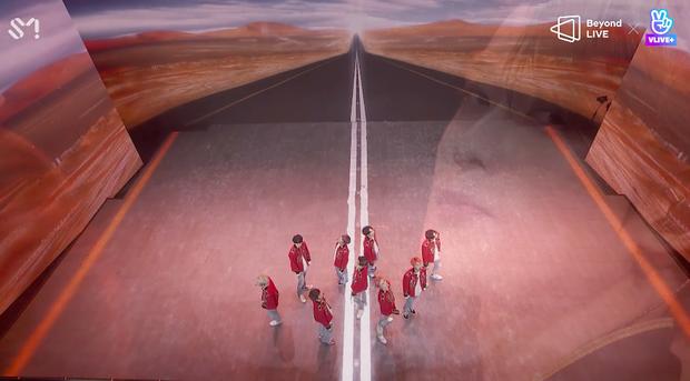 NCT 127 đu giàn giáo, múa cột, biểu diễn luôn ca khúc chưa phát hành tại concert online; áp dụng hình thức fancam cá nhân trực tiếp quá xịn xò! - Ảnh 72.