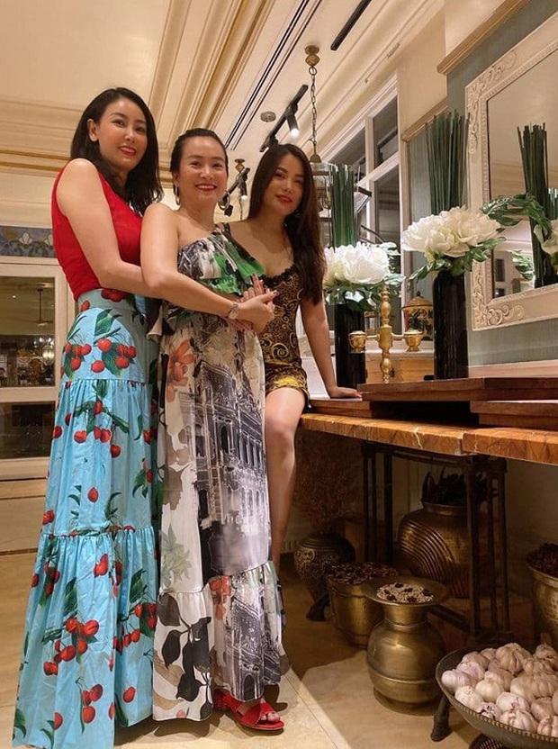 Hội bạn thân Trương Ngọc Ánh, bà xã Bình Minh tụ họp trong sinh nhật Hà Kiều Anh: Quyến rũ, đọ sắc khi chung khung hình - Ảnh 5.