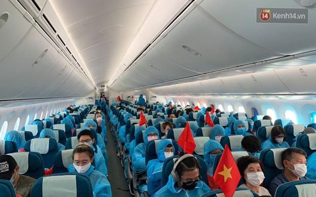 Chùm ảnh: Hai chuyến bay Vietnam Airlines đưa công dân Việt tại Hoa Kỳ và châu Âu hồi hương - Ảnh 10.