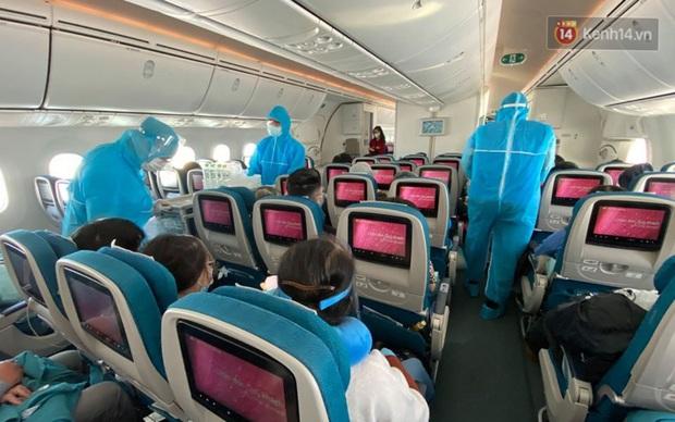 Chùm ảnh: Hai chuyến bay Vietnam Airlines đưa công dân Việt tại Hoa Kỳ và châu Âu hồi hương - Ảnh 11.