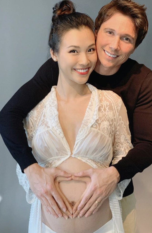 MC Hoàng Oanh lần đầu khoe bụng bầu lớn vượt mặt, nhan sắc những tháng cuối thai kỳ gây chú ý - Ảnh 3.