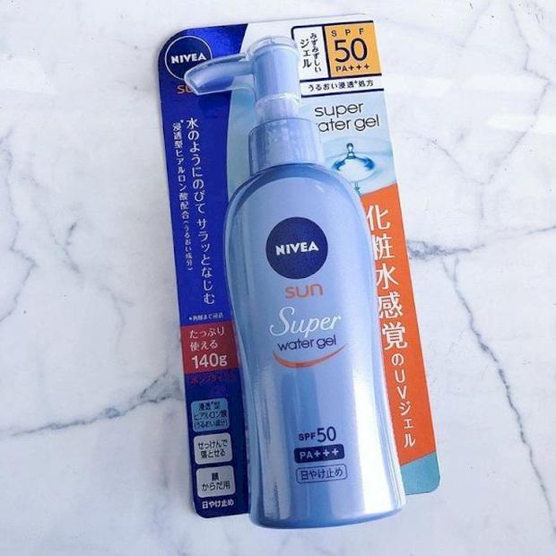 4 điều tôi nghiệm ra sau thời gian chăm chỉ bôi kem chống nắng: Đã hack da đẹp tức thì còn tiết kiệm tiền vì thay thế được kem dưỡng - Ảnh 8.