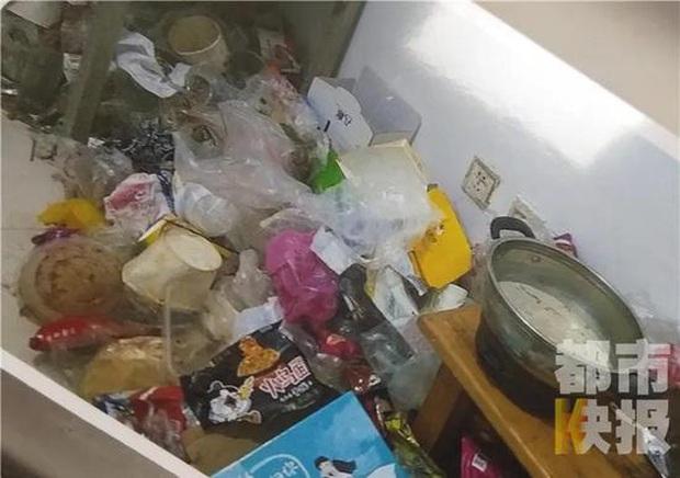 Cô gái trẻ biến nơi thuê trọ thành ngôi nhà rác thải chỉ trong gần 1 năm khiến ông chủ hoang mang cực độ - Ảnh 4.