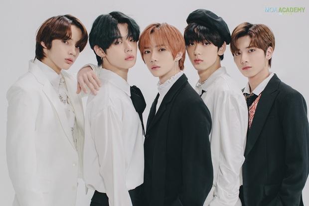 Số nhọ như TXT: Debut thì bị gièm pha ngậm thìa vàng nhờ BTS, đến ngày comeback thì mọi sự chú ý lại dồn cả vào scandal của Jungkook - Ảnh 6.