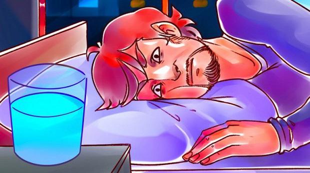Tại sao không nên đặt cốc nước cạnh giường để sáng mai ngủ dậy uống cho tiện và đây là 5 lý do cực nguy hiểm! - Ảnh 5.