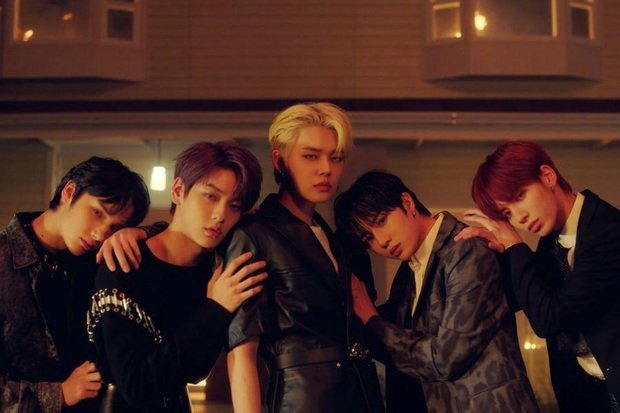 Số nhọ như TXT: Debut thì bị gièm pha ngậm thìa vàng nhờ BTS, đến ngày comeback thì mọi sự chú ý lại dồn cả vào scandal của Jungkook - Ảnh 2.