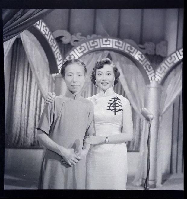 Nữ ca sĩ nổi tiếng qua đời, cháu trai tìm lại hình ảnh cũ được giữ kín hơn 70 năm liền choáng ngợp trước vẻ đẹp kinh diễm của bà thời trẻ - Ảnh 2.