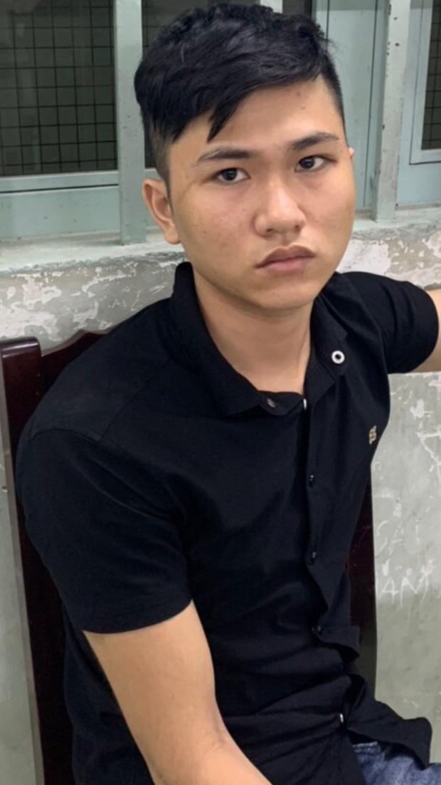 Kẻ nghiện game mượn ĐTDĐ của bạn gái đem cầm rồi đâm nhân viên của tiệm để cướp tài sản ở Sài Gòn - Ảnh 1.