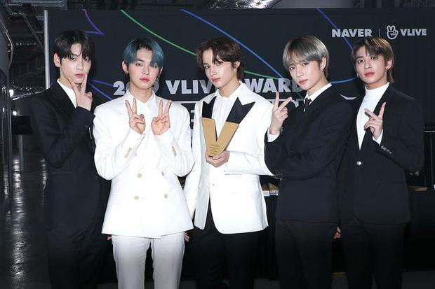 Số nhọ như TXT: Debut thì bị gièm pha ngậm thìa vàng nhờ BTS, đến ngày comeback thì mọi sự chú ý lại dồn cả vào scandal của Jungkook - Ảnh 1.