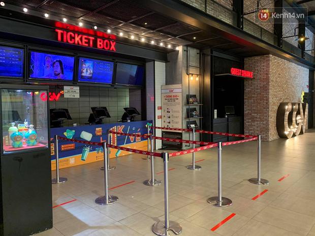 Rạp chiếu phim Việt cuối tuần trở lại nhịp đón khách chưa đều: Nơi ra vào tấp nập, chỗ đông dần vào cuối ngày - Ảnh 9.