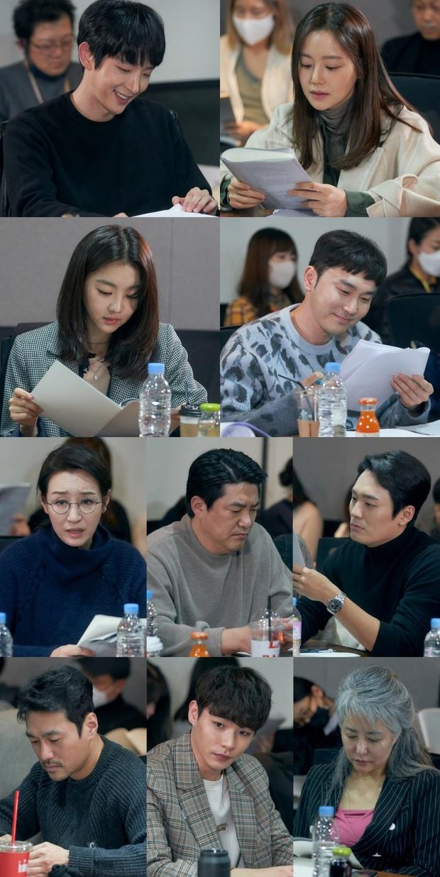 Lee Jun Ki đẹp rạng ngời tại buổi đọc kịch bản Flower of Evil, thời gian bỏ quên Tứ ca rồi hay sao? - Ảnh 4.